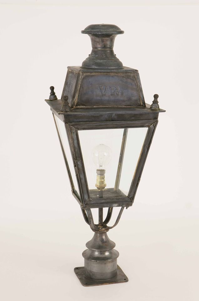 balmoral short pillar lamp